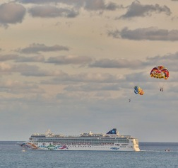 parasail & cruise ship