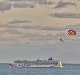 parasail & cruise ship